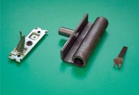 自動車部品・電気部品 2部品のアッセンブリ